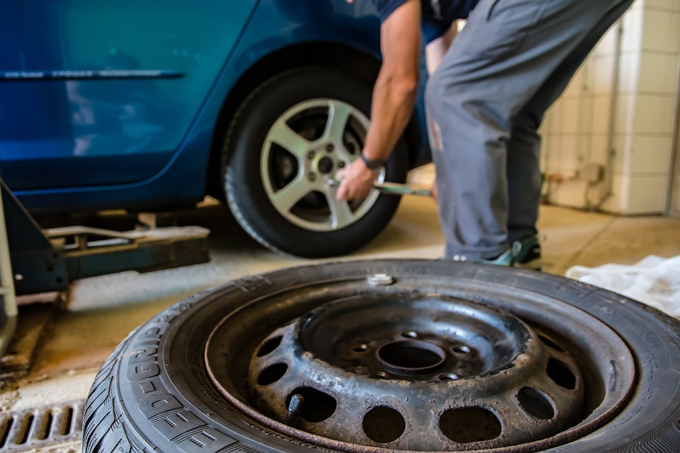 How to Know When Your Vehicle Needs New Tires
